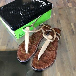 Same Edelman beige thong sandals
